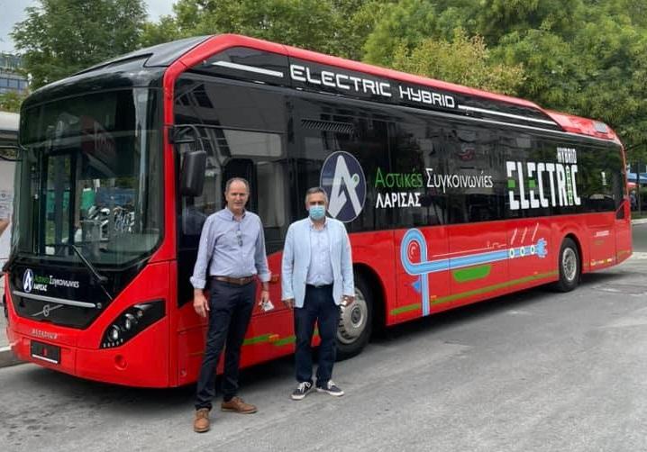 Στο Αστικό ΚΤΕΛ Λάρισας το πρώτο υβριδικό – ηλεκτρικό λεωφορείο στην Ελλάδα