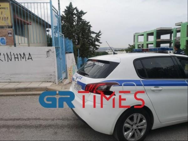 Θεσσαλονίκη – Αρνητής γονιός εισέβαλε σε δημοτικό – Φέρεται ότι απείλησε και προπηλάκισε εκπαιδευτικούς