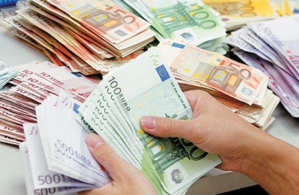 """Εφορία: Οι τέσσερις επιλογές για την αποπληρωμή του """"βουνού"""" των χρεών"""