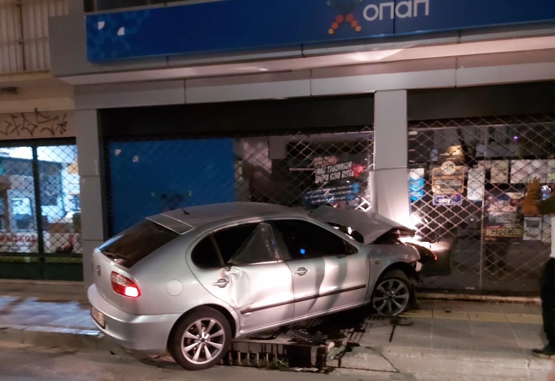 Τροχαίο ατύχημα σημειώθηκε τα ξημερώματα στην Γρηγορίου Λαμπράκη