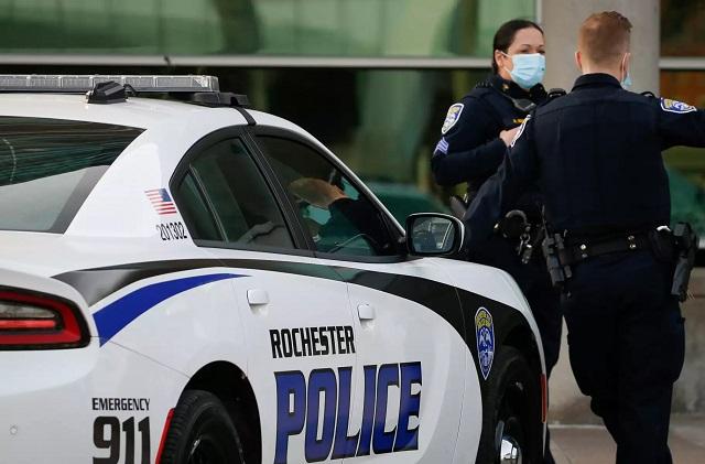 ΗΠΑ: Πυροβολισμοί με τραυματίες έξω από μίνι μάρκετ στην Ουάσινγκτον