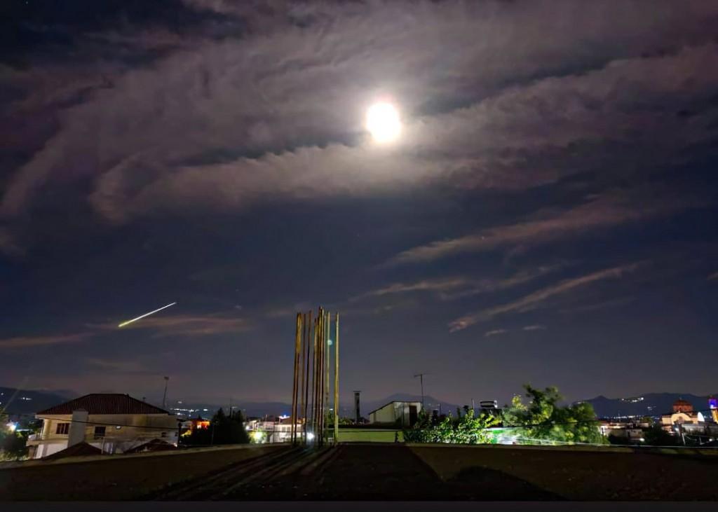 Μετεωρίτης «έσκισε» τον ουρανό της Ελλάδας & έκανε τη νύχτα μέρα