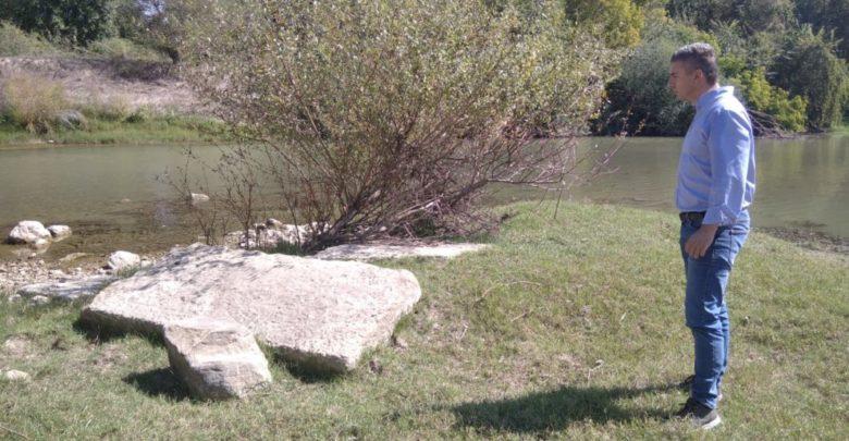 Λάρισα: Έκανε βόλτα με την κόρη και την σύζυγό του στον Πηνειό και βρήκε αρχαία