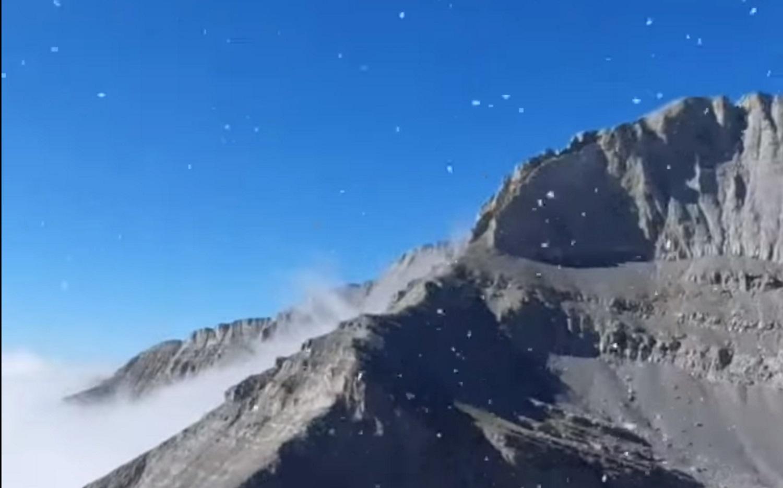 Έπεσαν τα πρώτα χιόνια στις κορυφές του Ολύμπου & του Φαλακρού