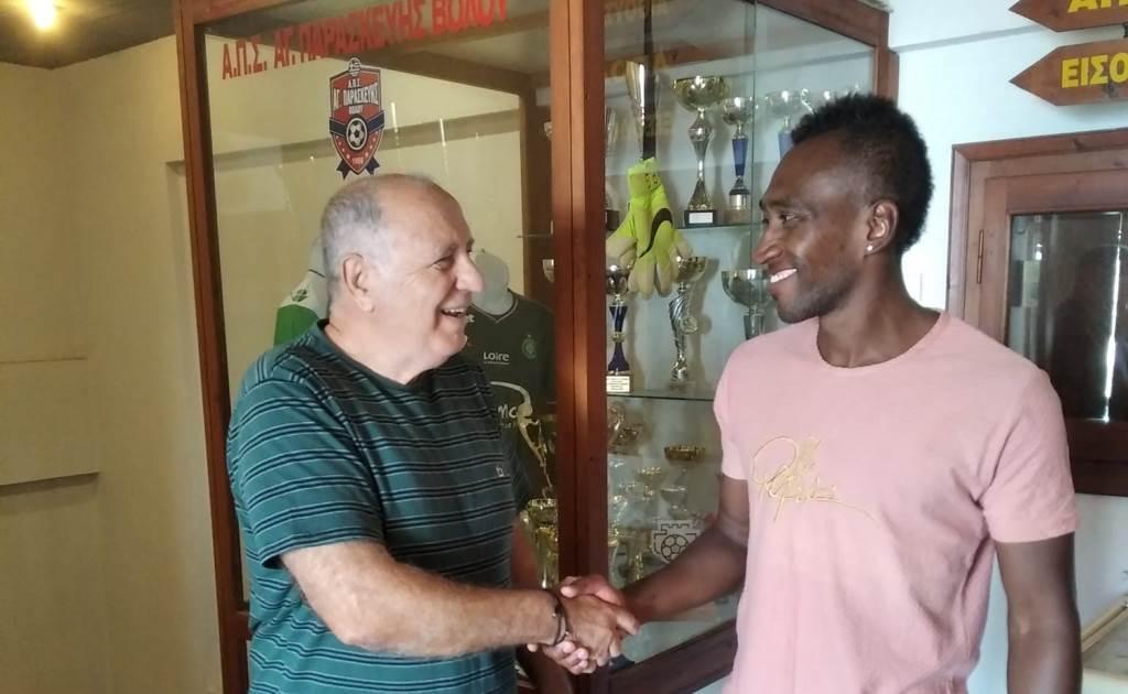 Ο Ροτζέριο Μάρτινς προπονητής στη Σχολή Ποδοσφαίρου της Αγίας  Παρασκευής