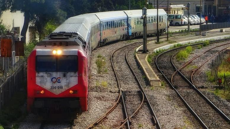 Τρένο συγκρούστηκε με φορτηγό έξω από τη Θεσσαλονίκη