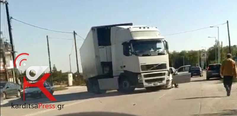 Καρδίτσα: Σύγκρουση ΙΧ με φορτηγό