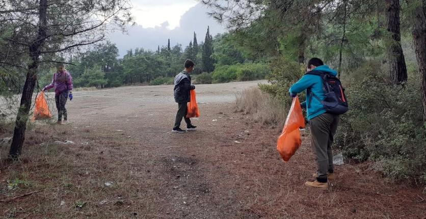 Καθάρισαν τον λόφο της Γορίτσας ποδηλάτες της Νίκης