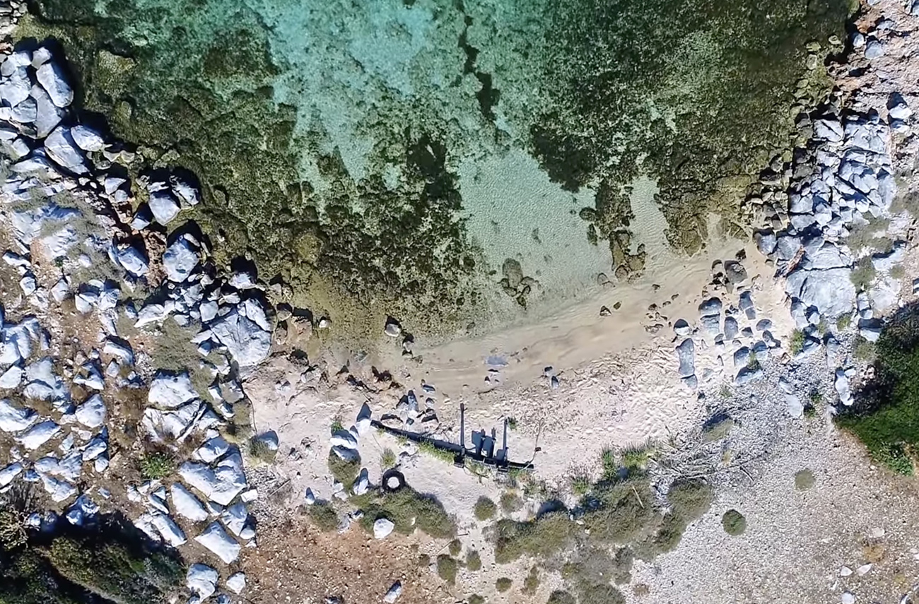 Φονιάς: Το ελληνικό νησί με το ανατριχιαστικό όνομα, σε σχήμα πάπιας, όπου γυρίστηκε διάσημη ταινία