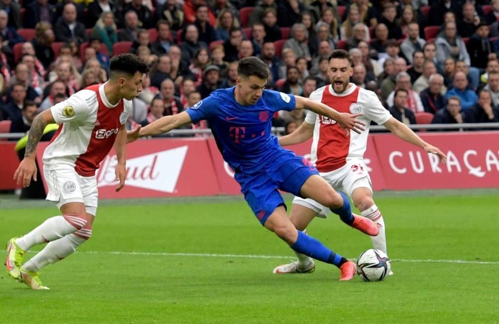 Ο Δουβίκας στην κορυφαία ενδεκάδα της Eredivisie