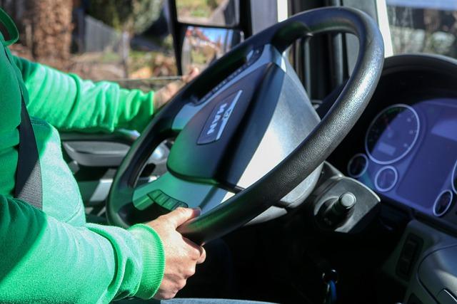 Δίπλωμα οδήγησης – Στο τιμόνι οι 17αρηδες – Όλες οι αλλαγές στα μαθήματα και στις εξετάσεις