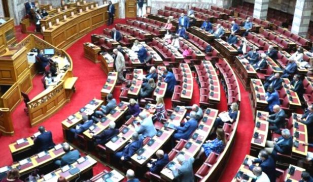 Βουλή: Άρση ασυλίας για Παύλο Πολάκη και Διονύση Καλαματιανό