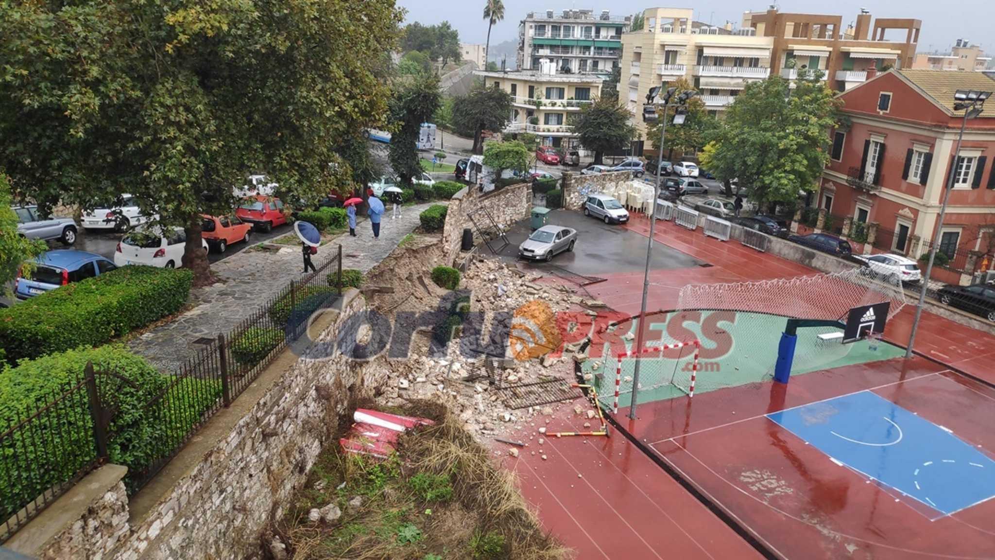 Κακοκαιρία «Μπάλλος» – Κέρκυρα: Super puma στο νησί για να απεγκλωβίσει κατοίκους από ταράτσες