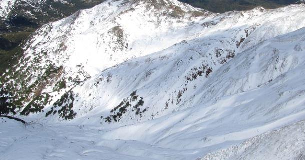 """""""Μπάλλος"""": Έπεσαν βράχια και χιόνισε στα ορεινά των Τρικάλων"""