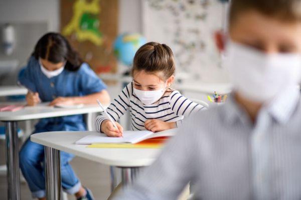 Σκωτία: Αντιδράσεις για το face control που εφαρμόζουν 9 σχολεία σε μαθητές τους