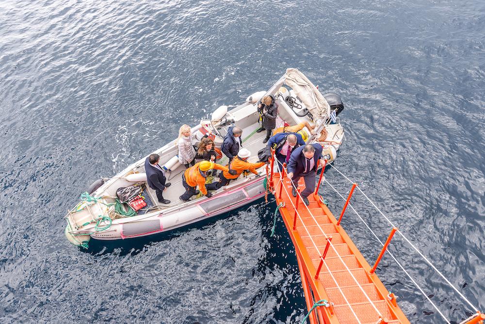 Κατέφθασε το πλοίο Typhoon στη Σκιάθο για παράκτιους και υποθαλάσσιους καθαρισμούς