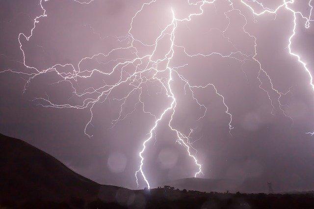 Καταιγίδα Ορόρ: Νεκροί στην Πολωνία - Προβλήματα ηλεκτροδότησης στη Γαλλία