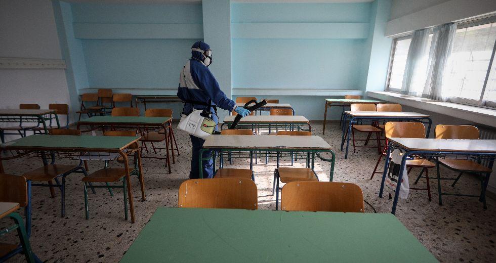 «Βράζουν» τα σχολεία