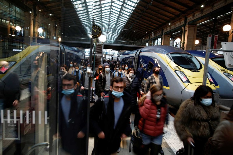 Εκκενώνεται σταθμός στο Παρίσι για απειλή βόμβας