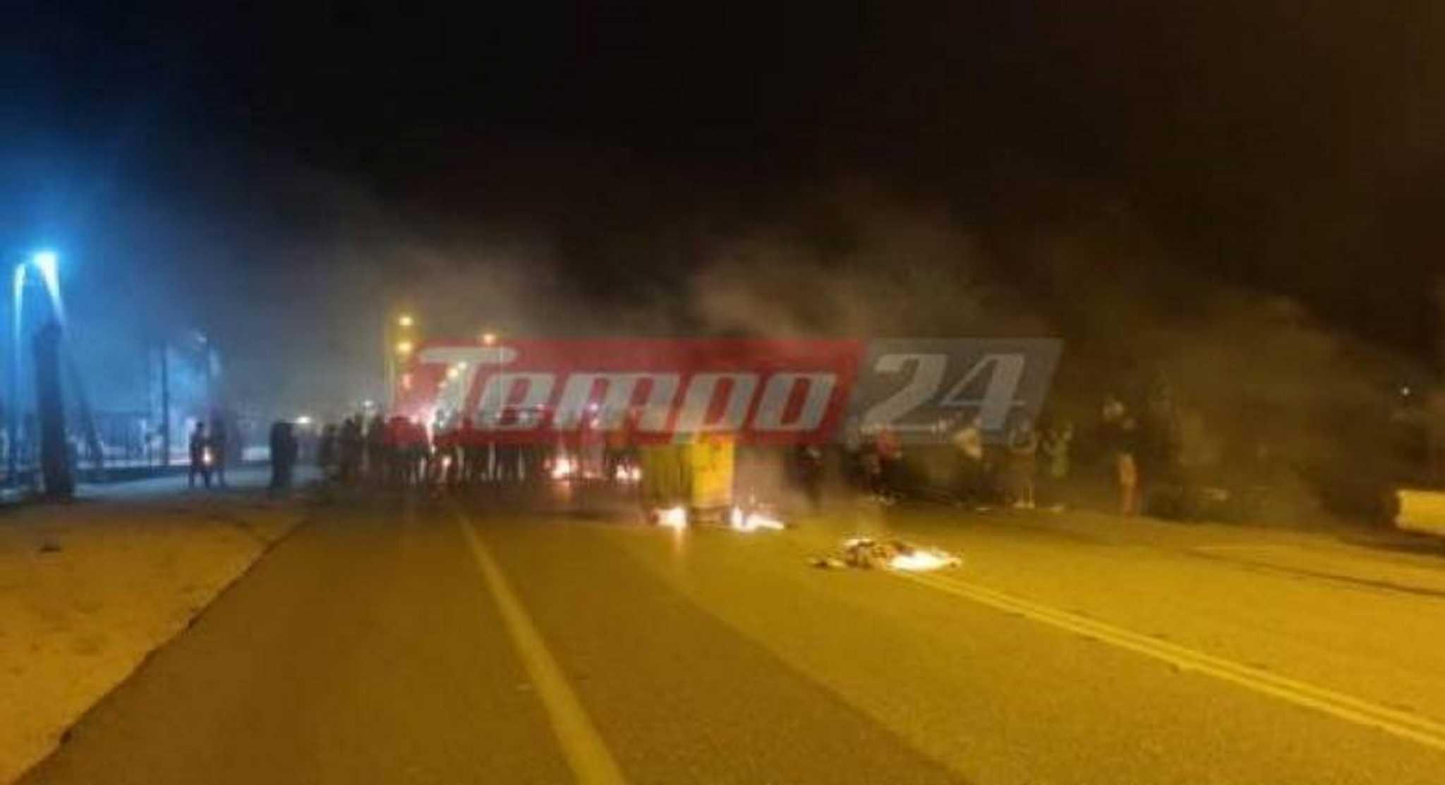Ρομά απέκλεισαν την εθνική οδό Πατρών – Πύργου στα Σαγέικα καίγοντας λάστιχα