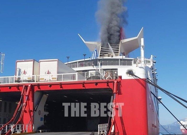 Φωτιά σε πλοίο στο λιμάνι της Πάτρας – ΦΩΤΟ-ΒΙΝΤΕΟ