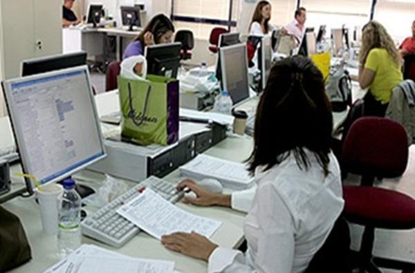 Περίπου 50.000 δημόσιοι υπάλληλοι σε εφεδρεία