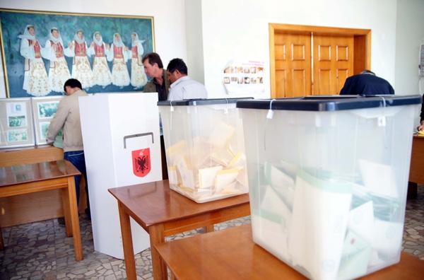 Ολοι δηλώνουν νικητές στην Αλβανία