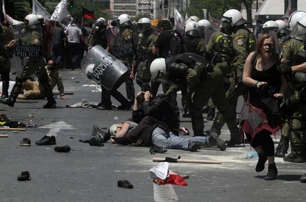 Σε κρίσιμη κατάσταση ο διαδηλωτής