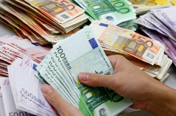 Στη φόρα όσοι έβγαλαν λεφτά στο εξωτερικό