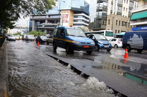 Πλημμυρισμένα σπίτια και διακοπές ρεύματος