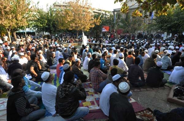 Δημόσια προσευχή μουσουλμάνων στην Αθήνα