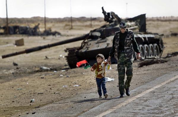 Σφυροκοπεί το ΝΑΤΟ τη Λιβύη