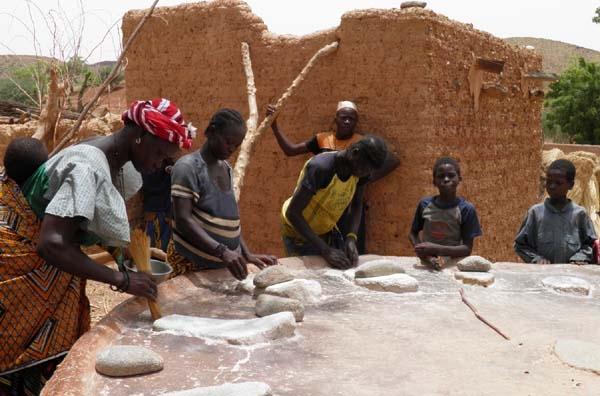 Βολιώτες στη Δυτική Αφρική για βοήθεια