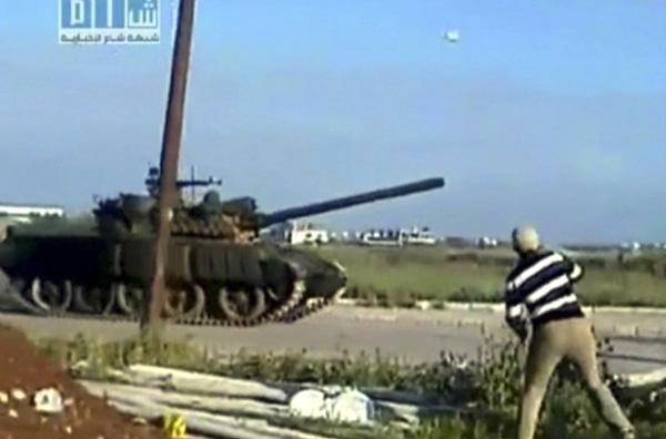Επίδειξη ισχύος από το στρατό στη Συρία
