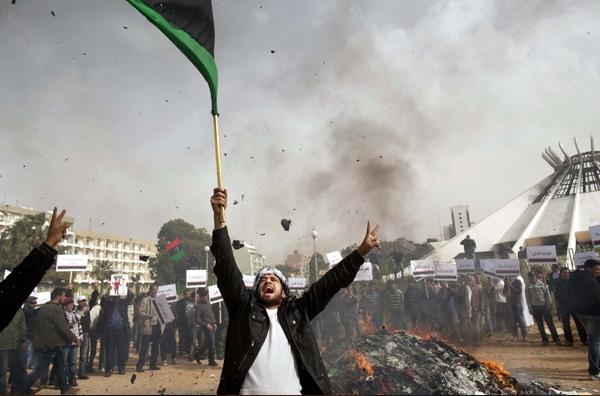 Νέοι βομβαρδισμοί στη Λιβύη