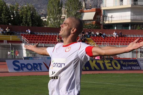 Αρχηγός... και στα κόκκινα ο Λεάντρο Άλβαρεζ ως το 2012