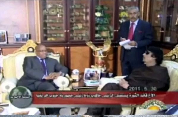 Δεν εγκαταλείπει τη Λιβύη ο Καντάφι