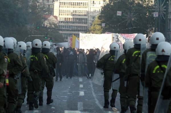 Δακρυγόνα, ένταση, συλλήψεις και τραυματισμοί