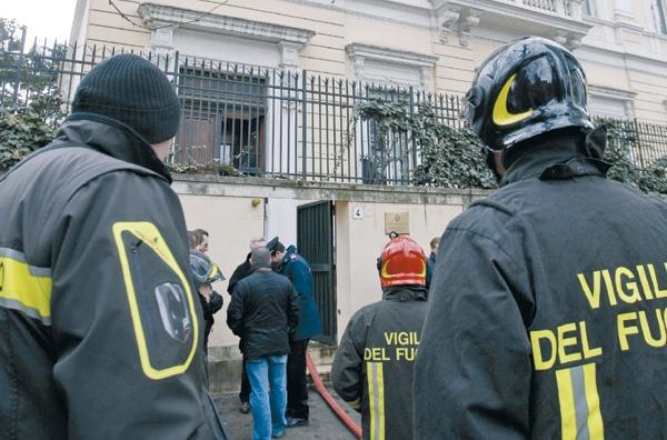 Τρομο-δέμα στην ελληνική πρεσβεία