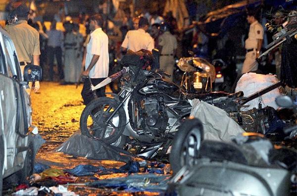 Σειρά εκρήξεων στο κέντρο της Βομβάης