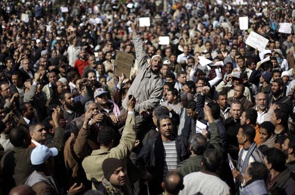 Συνεχίζουν τις διαδηλώσεις οι Αιγύπτιοι