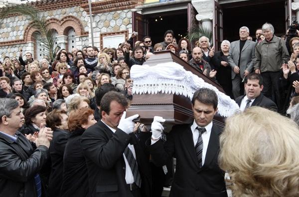 Η Ελλάδα αποχαιρέτισε τον Ν. Παπάζογλου
