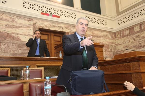 Ενταση στη Βουλή για τις συγκοινωνίες