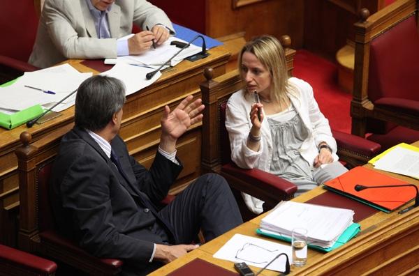 Αντιπαράθεση στη Βουλή για το Μεσοπρόθεσμο