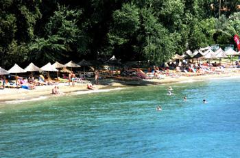15.000 κλίνες «γέμισαν» οι τουρίστες