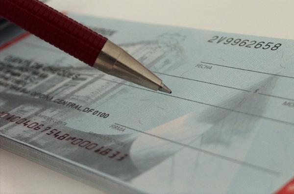 Αυξήθηκαν 35% οι «πέτσινες» επιταγές
