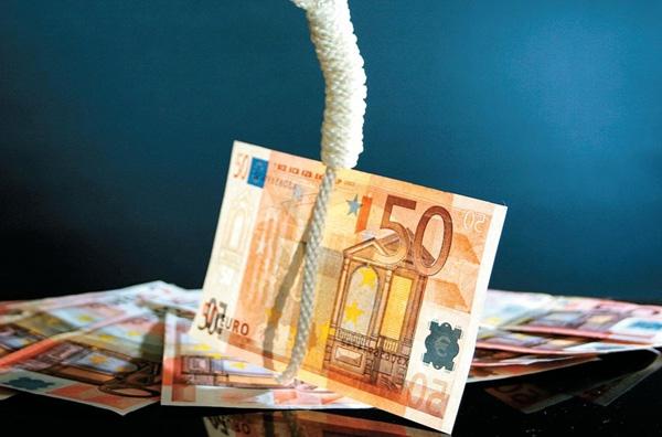 Σε καθεστώς βαθιάς ύφεσης η οικονομία