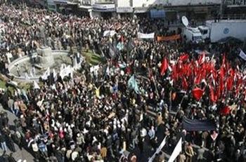 Μετωπικές συγκρούσεις σε δύο μέτωπα στη Συρία
