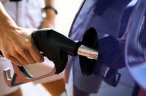 Ξέφρενη κούρσα στις τιμές καυσίμων